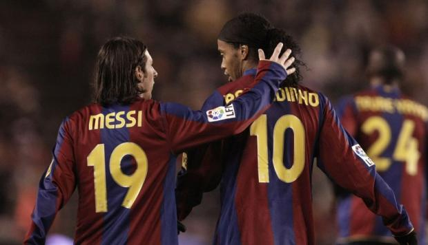 Ronaldinho contó la primera vez que vio a Lionel Messi (Foto: Getty Images / Video: YouTube).