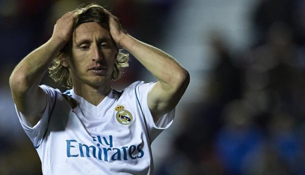 El gesto de Luka Modric antes de responder por el mejor del mundo (Foto: Getty Images / Video: AS).