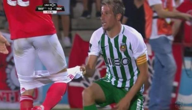 Fabio Coentrao bajó los pantalones a un rival del Benfica. (Captura y video: YouTube)