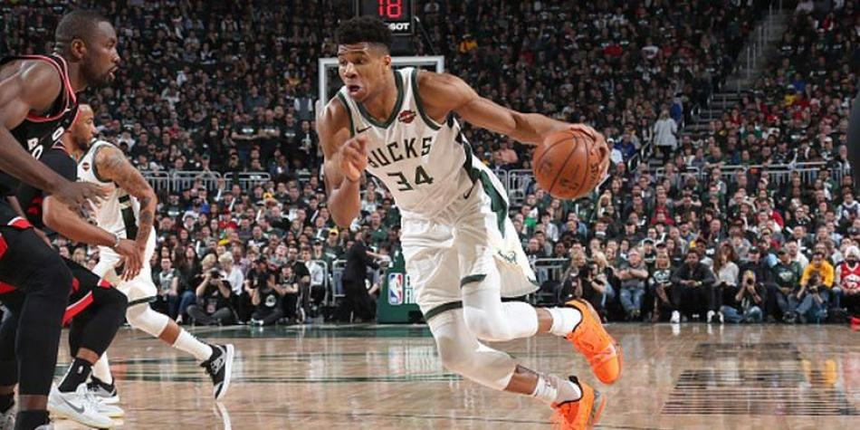 Giannis y sus Bucks arrasan en el game 2 (125-103)