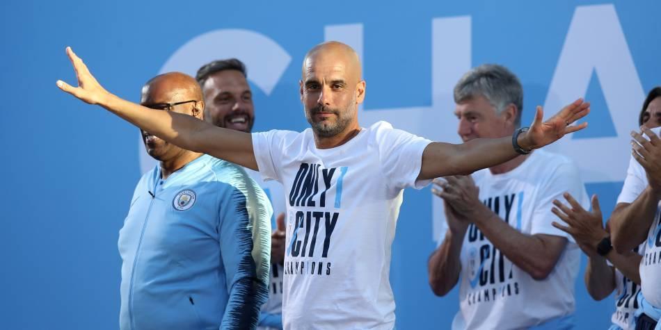 Josep Guardiola ganó la Premier League y la Copa de la Liga con Manchester City (Foto: Getty Images).