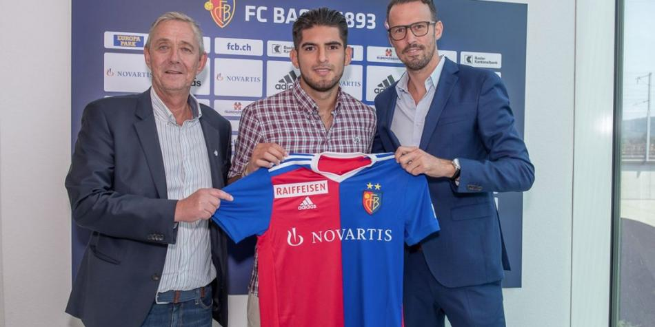 Carlos Zambrano is the second Peruvian to defend FC Basel's Swiss shirt [FOTOS]   Photo 1 of 5   Peruvian Selection
