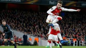 Aaron Ramsey anotó golazo de taco con Arsenal (Foto: AFP / Video: ESPN).