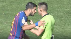 La protesta de Luis Suárez al árbitro del partido (Captura y video: DirecTV Sports).