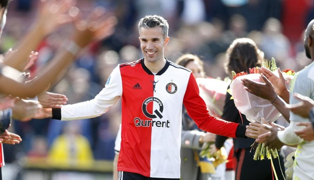 El memorable pasillo de Feyenoord para despedir a Robin Van Persie. (Getty Images)