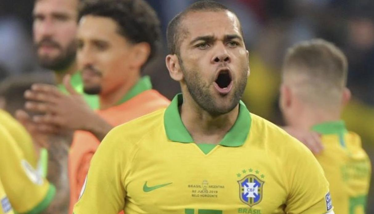 Dani Alves | Brasil | 2,5 millones de euros. (Getty Images)