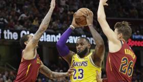 Con un inmenso LeBron James, Lakers vencieron 109-105 a los Cavaliers